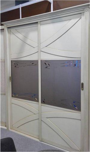 Классический шкаф купе с эксклюзивным декором Новошахтинск