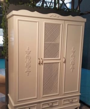 Распашные двери с декоративными накладками Новошахтинск